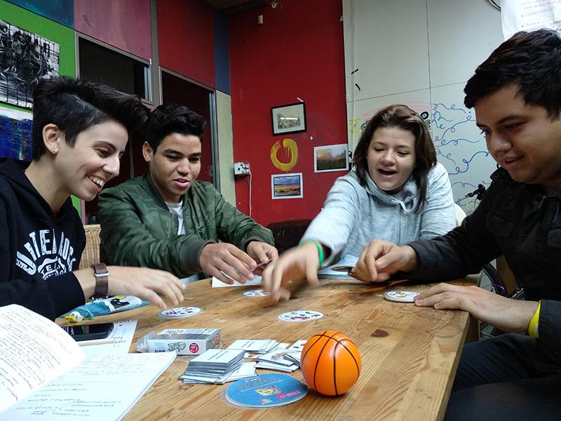 Hem ofert cursos de català, castellà i anglès gratuïts al Raval durant tres anys consecutius, juntament amb Espacio del Inmigrante
