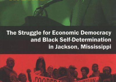 """Hem traduït al català el llibre """"Jackson Rising. The Struggle for Economic Democracy and Black Self-Determination in Jackson, Mississippi"""", de Cooperation Jackson. Hem desenvolupat aquest projecte juntament amb les cooperatives Descontrol i La Ciutat Invisible"""